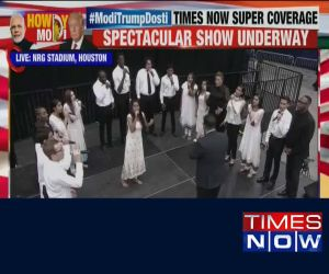 Howdy Modi: Singers enthral audience with perfect rendition of 'Vaishnav Janato'